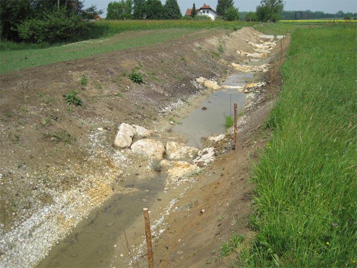 Abflussmulde Hochwasserrückhaltebecken Maierhof Süd